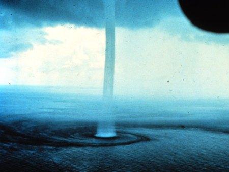 Segitiga Bermuda Waterspout_noaa